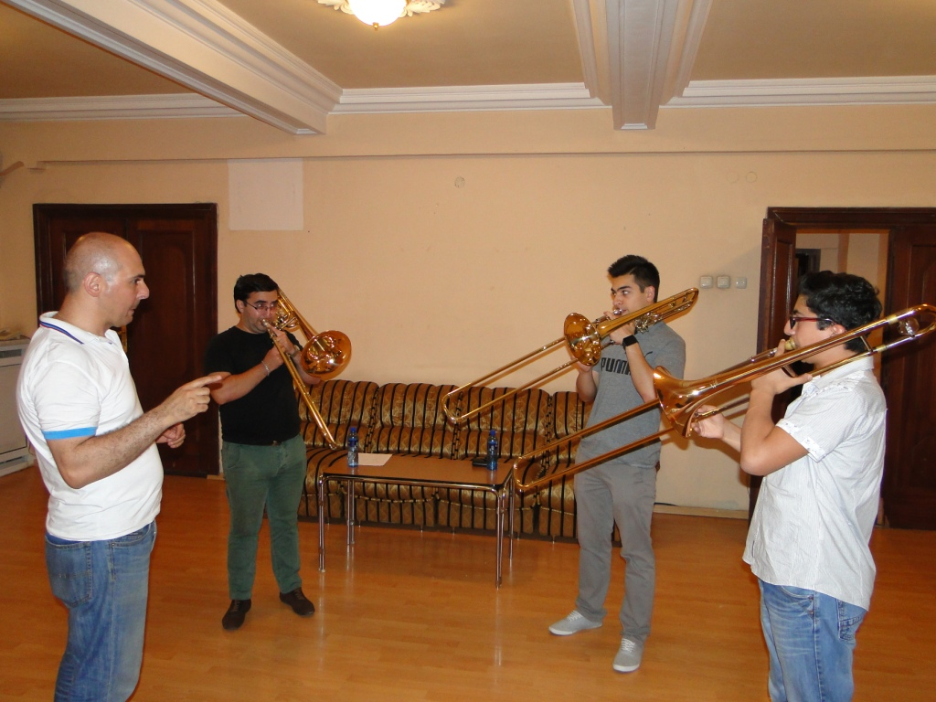 Principal_Aristakes_Martirosyan_with_trumpetists.JPG