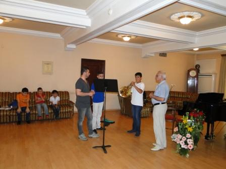 Solo_horn_player_Paolo_Rizzuto_with_Artur_Tatevosov_and_Armen_Beganyan.JPG